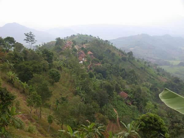 Salah satu pemandangan alam berupa perbukitan (sumber: internet)