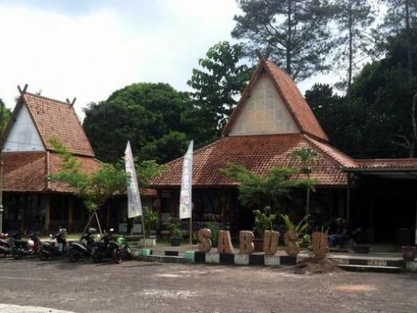 Saung Budaya Sumedang di Jatinangor (foto: Tribun Jabar)