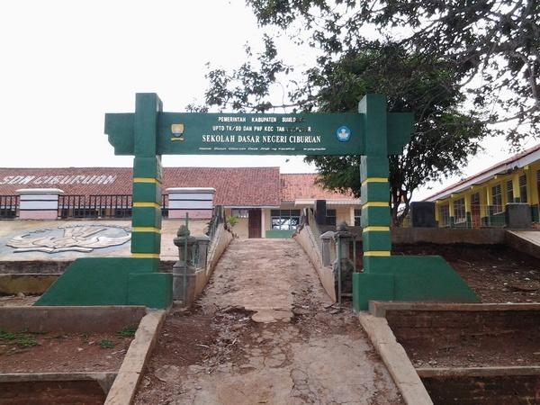 Gerbang SD Negeri Ciburuan
