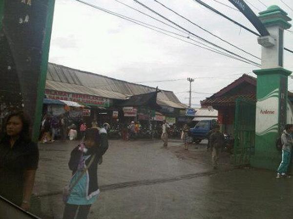 Gerbang Pasar Tanjungsari sebelum direnovasi (foto: foursquare)