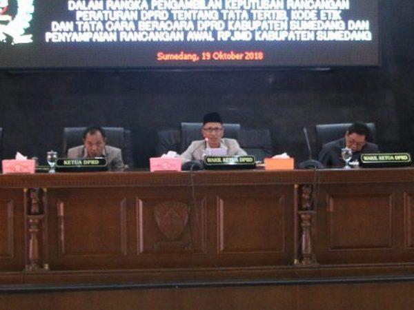 Pimpinan Sidang DPRD Kabupaten Sumedang