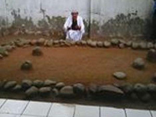 Makam di Situs Lameta (foto: Cipaku Darmaraja)