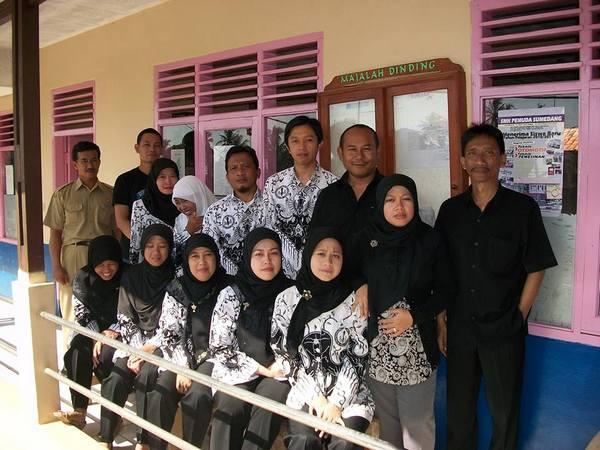 Staf pengajar MTs Assalafiyah (foto: facebook)