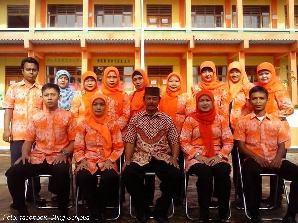 Staf pengajar SMK Multiguna Darmaraja