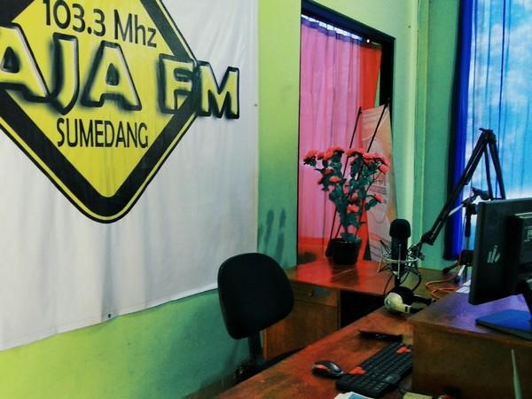 Studio siaran Radio RAJA FM (foto: Radio RAJA FM)