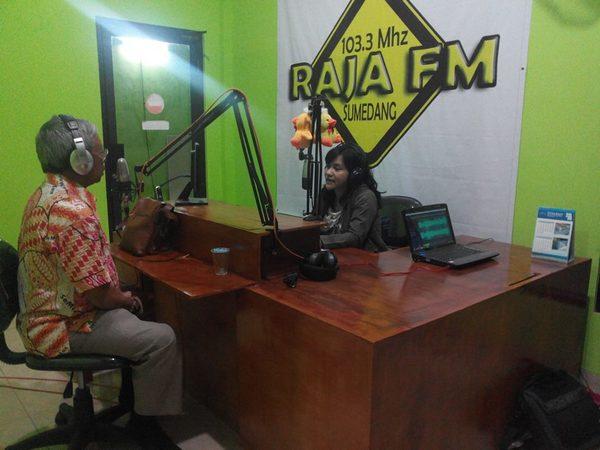 Studio siaran Radio Raja FM (facebook Radio RAJA FM)
