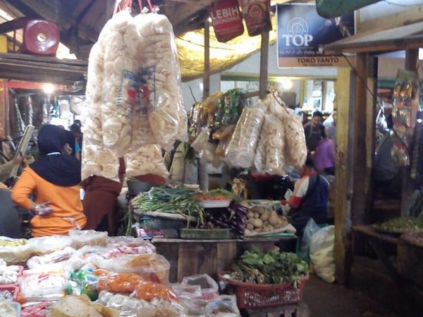 Suasana Pasar Tanjungsari (foto: foursquare)