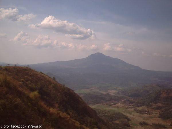 Gunung Tampomas dari Gunung Gajah