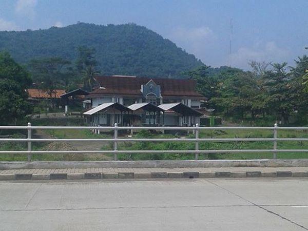 Terminal Wado terisolasi dari jalur Sumedang - Majalengka (foto: facebook)