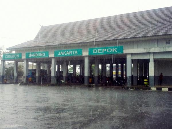 Terminal Ciakar tampak belakang