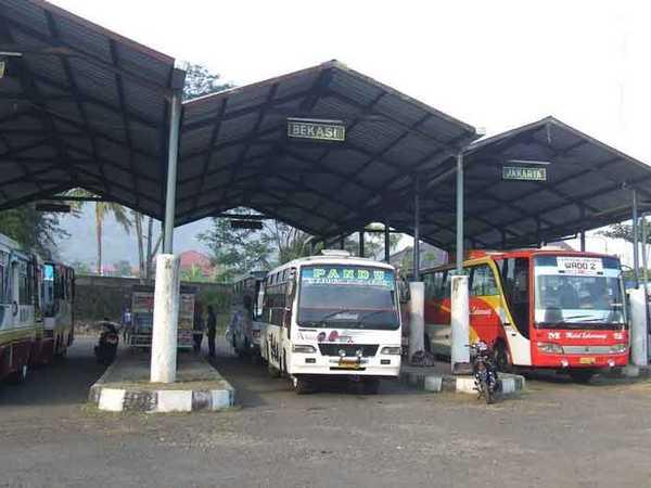 Terminal Wado dengan angkutan umum antar kota (foto: internet)