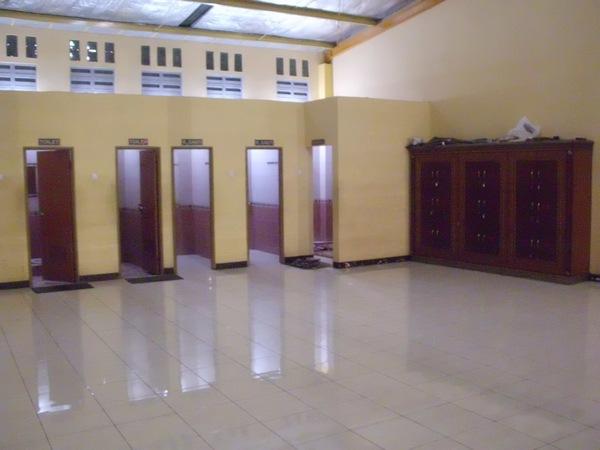 Toilet dan tempat ganti pakaian