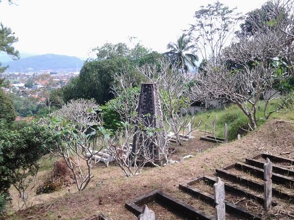 Tugu yang ada di kawasan TMP Cimayor