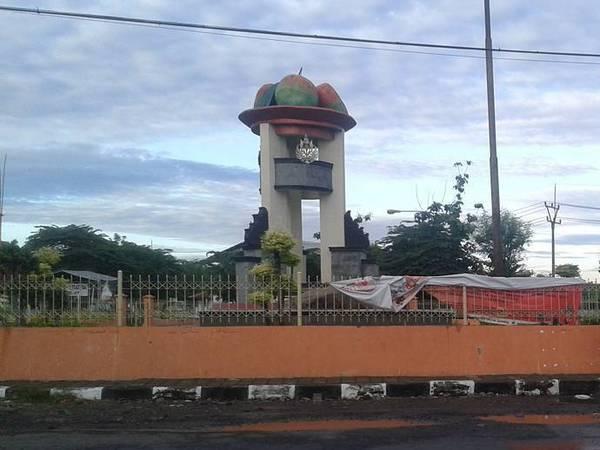 Tugu Mangga Gedong Gincu (foto: g+ rieke army)