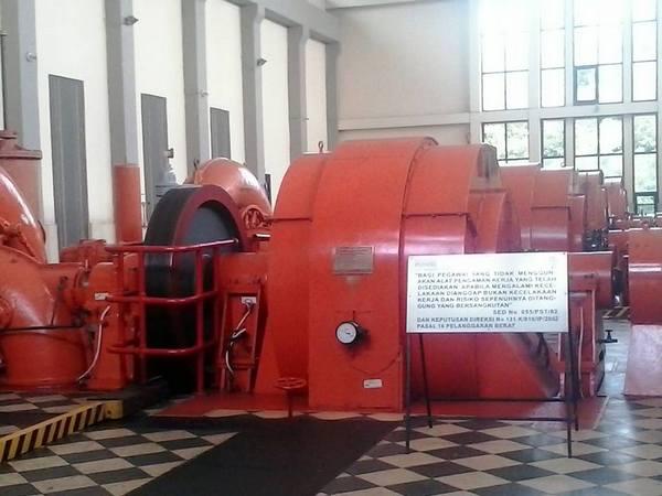 Turbin penghasil listrik di PLTA Parakan Kondang (foto: internet)