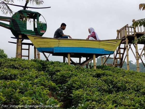 Wahana perahu dan helikopter di Saung Jalitri