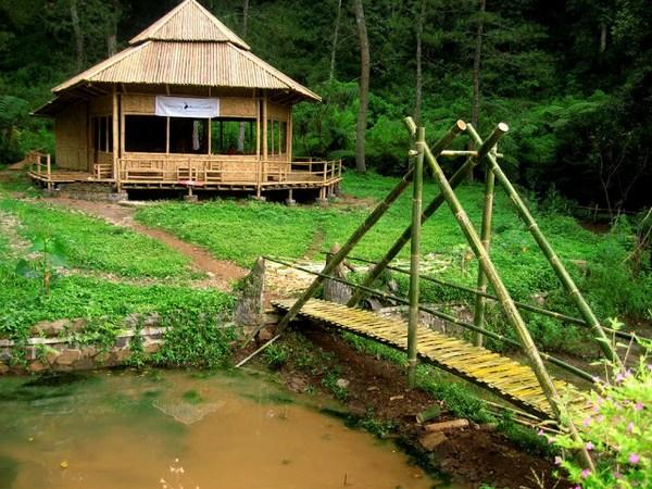 Warung di Taman Buru Masigit-Kareumbi