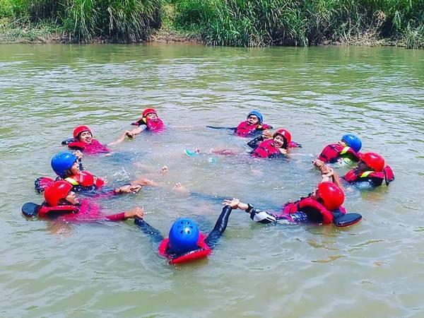 kegiatan water games (foto: facebook Sumedang Outdoor Activity)