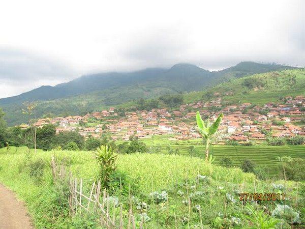 Panorama alam wilayah Desa Banyuresmi (foto: Panoramio ardod)