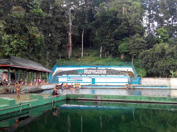 Wisata air Cipanteneun (foto: g+ Mumuh Setiawan)