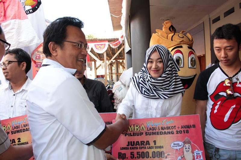 Penyerahan Hadiah Lomba Lagu dan Maskot Pilkada Sumedang 2018